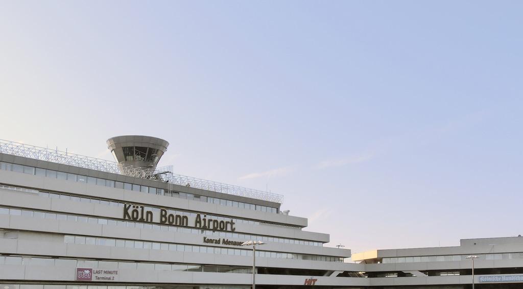 Flughafen k ln bonn gmbh leitstandm bel ulla g tz for Innenarchitektur bonn