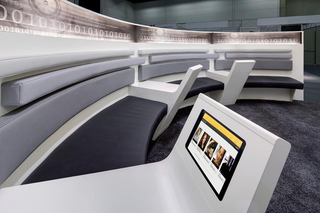 lufthansa systems international exhibition stand 54 m ulla g tz innenarchitektur design. Black Bedroom Furniture Sets. Home Design Ideas
