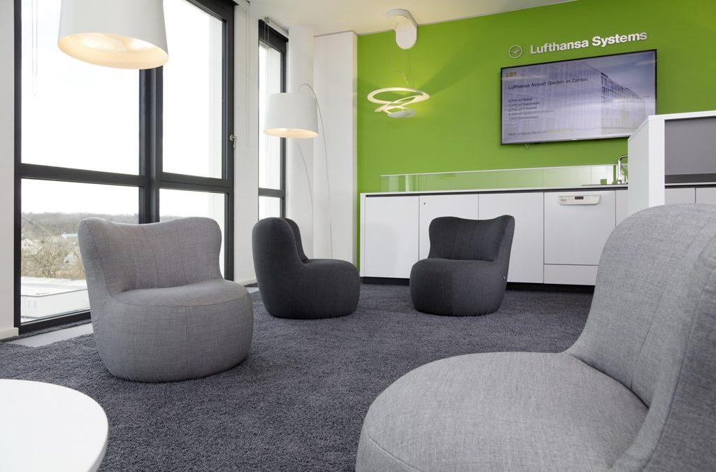 Lufthansa Systems – Innenarchitektur + Möbeldesign von Mitarbeiter Lounges und Teeküchen