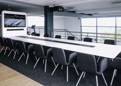 """Lufthansa Technik AG, Geschäftsbereich INNOVATIONEN – Design Konferenztisch """"Space Oddity"""""""